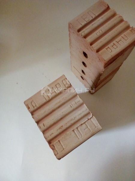 Кирпич строительный полнотелый с тех.пустотами полуторный М-150 рифленый Смоленский КЗ в